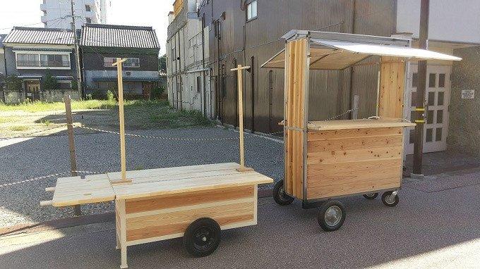 完成した木製移動屋台 左:ヒミコ1号 右:タケル1号 計8基製作完了